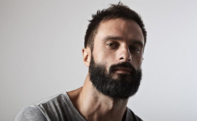 bel homme barbu